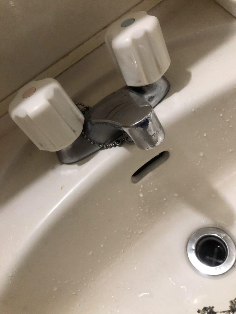 喜多方市で洗面台収納の中で水漏れしているのを修理しました。
