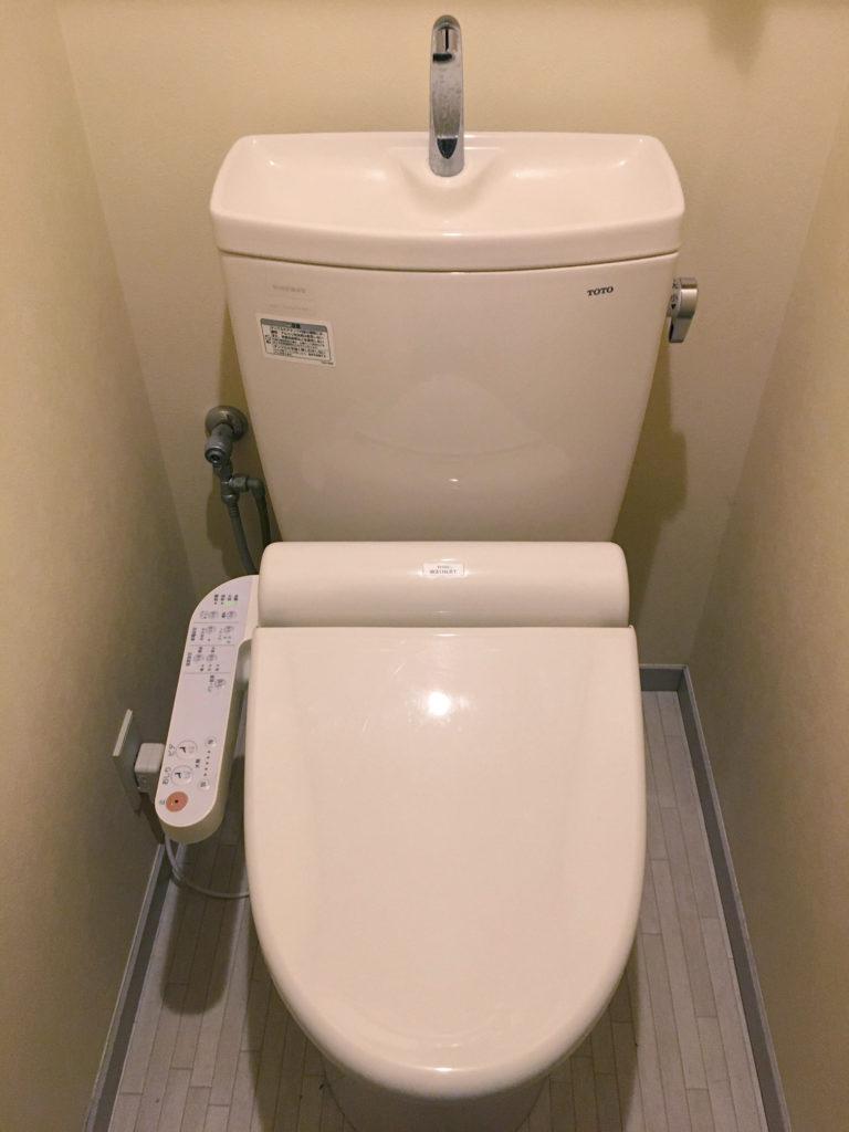 福島市でウォシュレットの給水管から水漏れ修理を行いました。