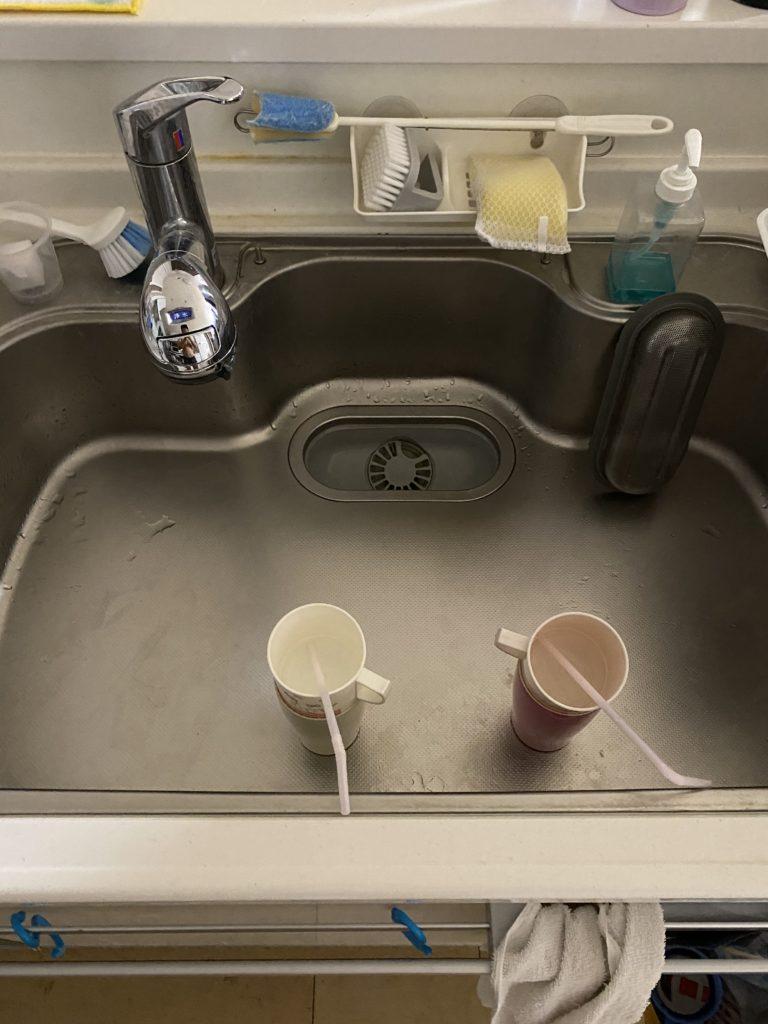 喜多方市で台所の収納にある止水栓水漏れ修理を行いました。