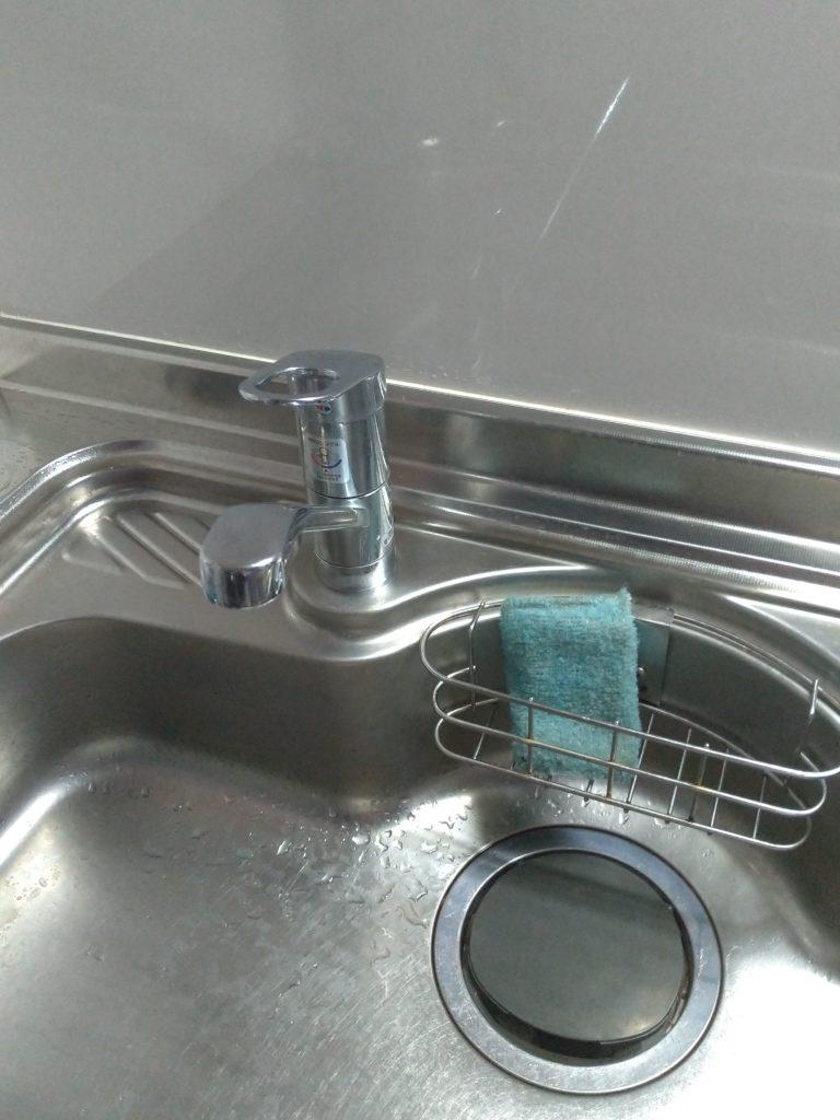 福岡県飯塚市で台所蛇口の水漏れ修理を行いました。